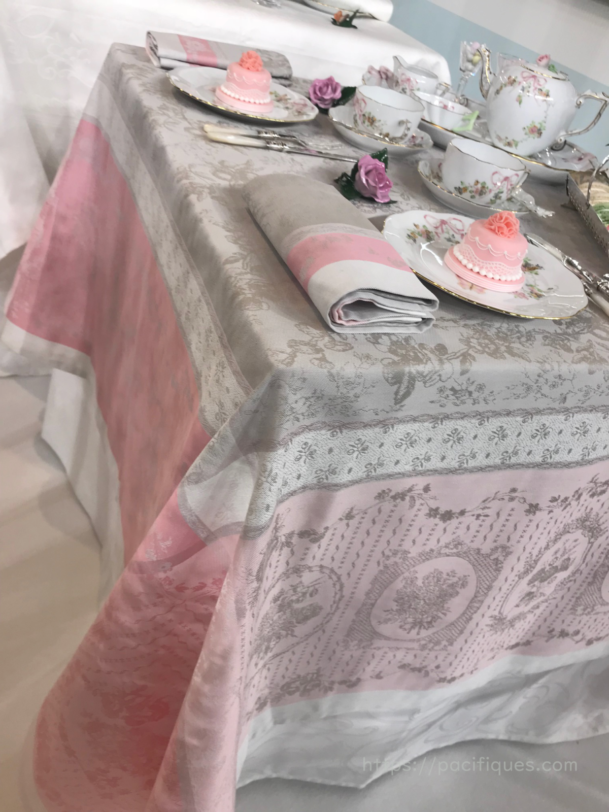 ガルニエ・ティエボー(Garnier Thiebaut)テーブルウェア・フェスティバル2019ヘレンド リサンドラローズ